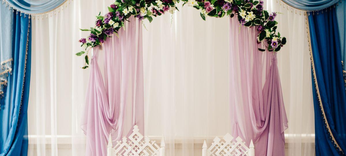 Ламбрекены для свадебного стола: оформление стола молодоженов на свадьбу с использованием ламбрекенов